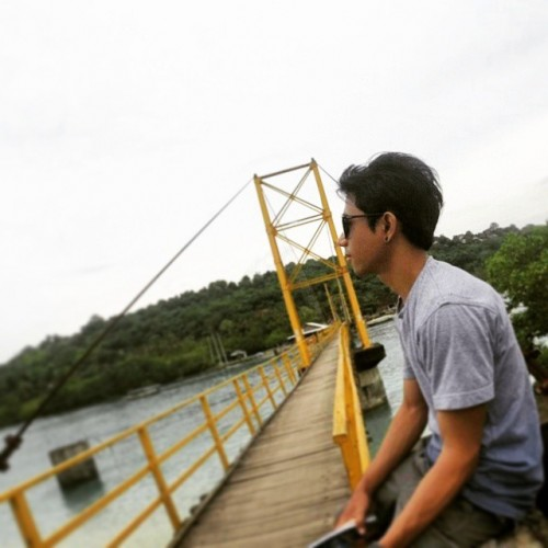 Jembatan kuning nusa lembonga